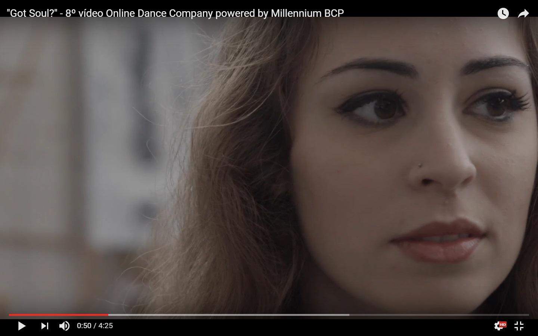 Laura Abel no novo vídeo da Online Dance Company